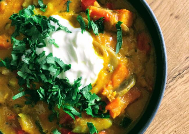 Warzywne curry z dynią i strączkami