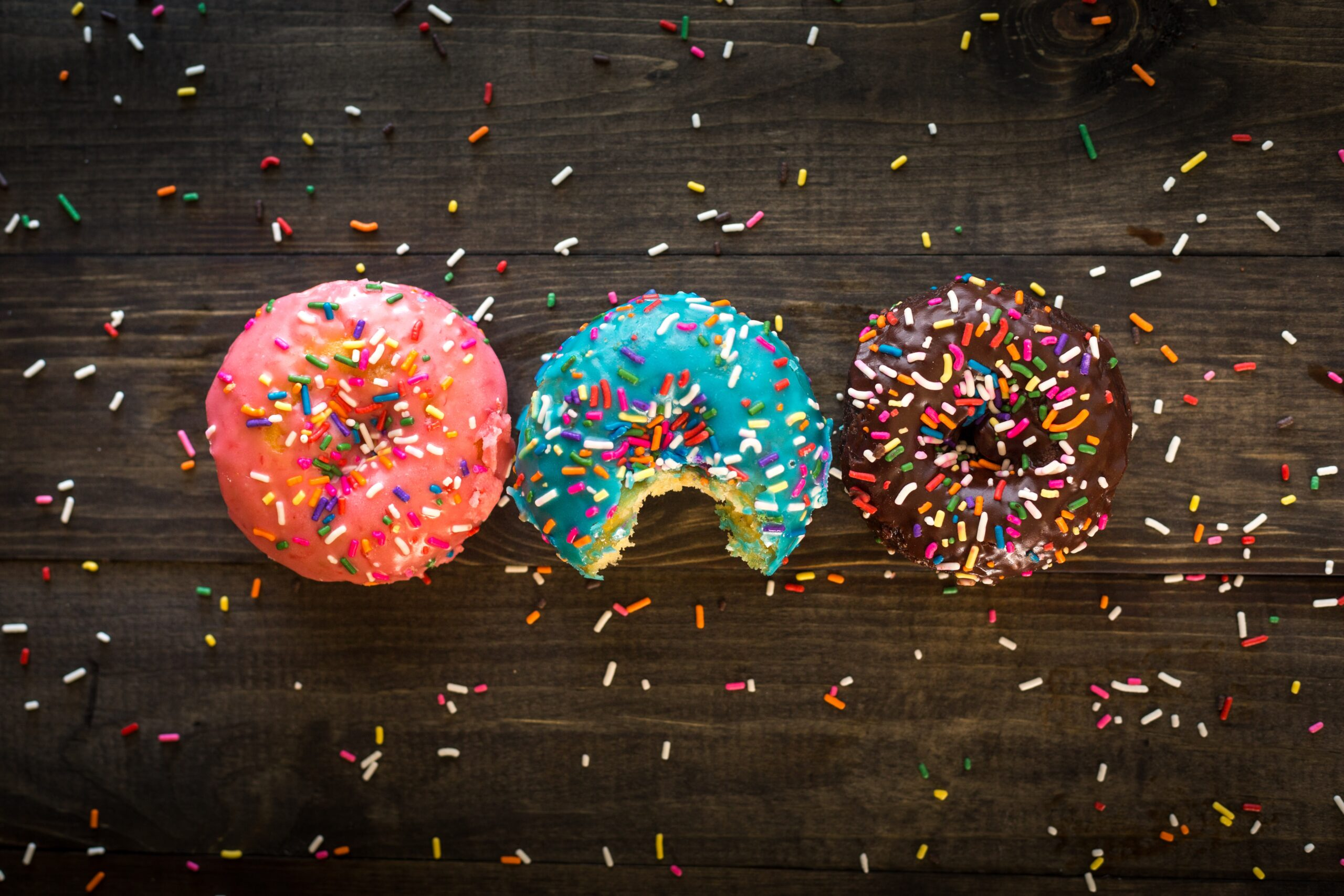 Czynniki, które powodują, że jesz za dużo oraz sposoby, jak sobie z tym radzić
