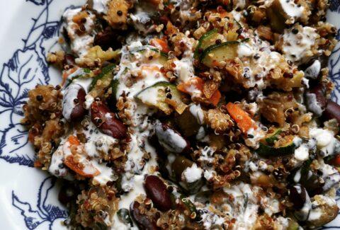 Kolorowa komosa z fasolą i sosem tahini, www.dietazglowa.pl, Monika Prusaczyk